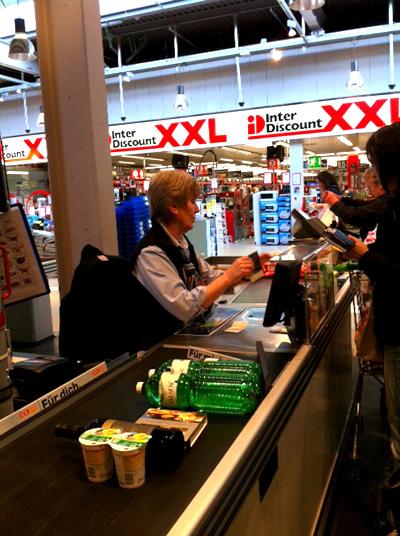 スイスのスーパー、レジはこんな感じ