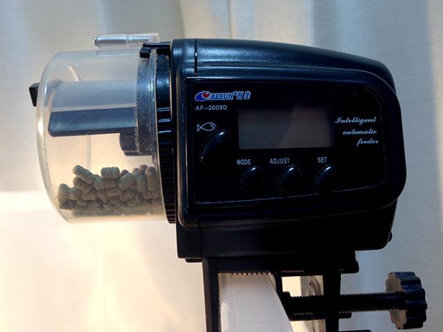 カメの自動エサやり機